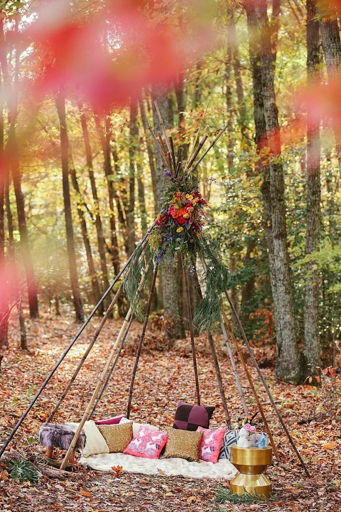 16 Wooden Teepee | Blue Ridge Mountain Fol Inspration | Jordan Brannock Photography | Via MountainsideBride.com