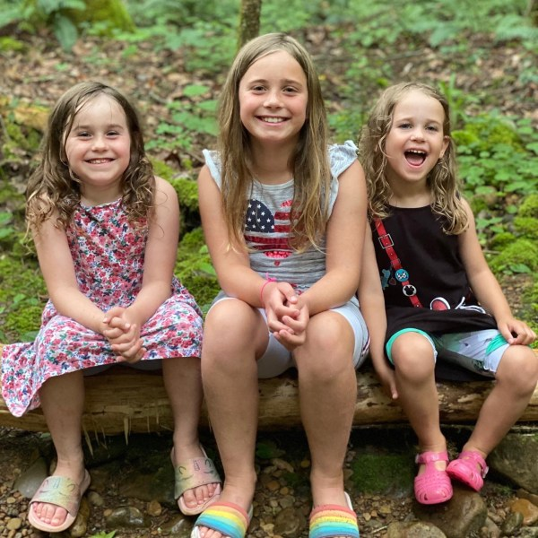 Three little girls traveling to Tennessee to visit grandparents via Ashley Stevens at Mountains Unmoved
