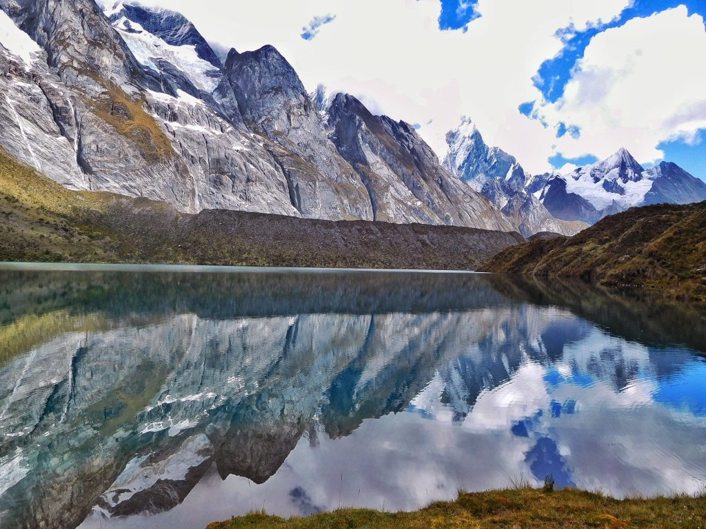 Alpine lakes all over the place on the Cordillera Huayhuash