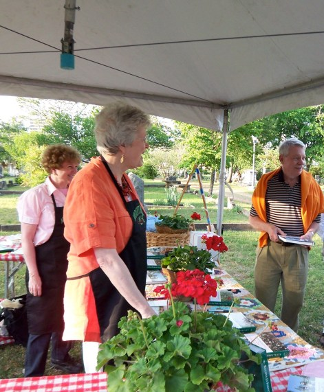 Association Members Sue Campbell and Trudie Cromwell help at the 2010 Spring Picnic