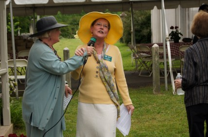 Tour guides and Association members Matilda Buchanan and Marianne Ligon announce the tours at the 2015 picnic