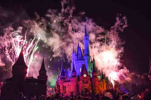 9 Walt Disney World Mistakes you didn't know you made on your last Disney trip, so you can have a fantastic Disney Vacation the next time around. #disney #disneyvacation #vactionmistakes #lessonlearned #waltdisneyworld #disneyworld #disneyfireworks Fireworks display at Disney World