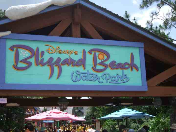 Everything you need to know about Disney's Blizzard Beach Waterpark. #waltdisneyworld #disney #disneyparks #disneyworld #disneytips #blizzardbeach