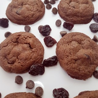 These double chocolate cherry cookies combine sweet chocolate and tart dried cherries for the perfect flavour balance. Recipe at MouthHalfFull.com