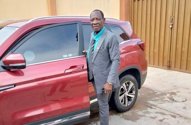 John Oke (Ph.D) felicitates LGSC boss at 71