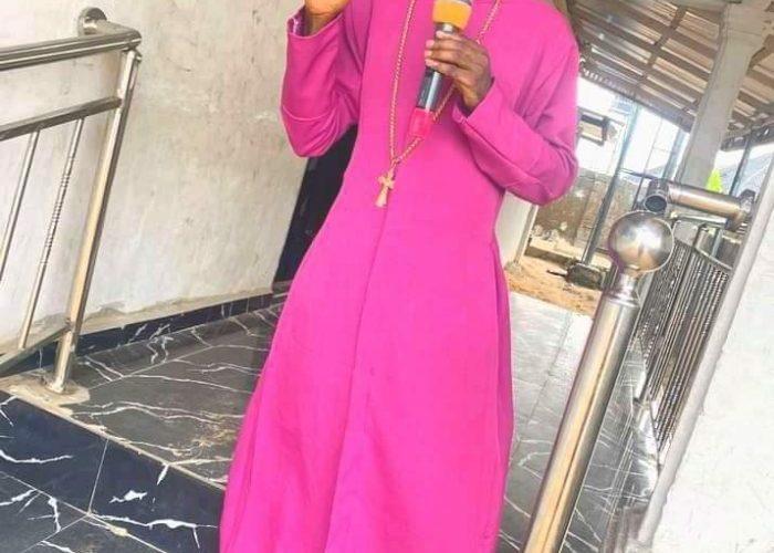 """Thunder will strike you"" — Nigerian Pastor curses 'Yahoo boys' who don't pay tithe"