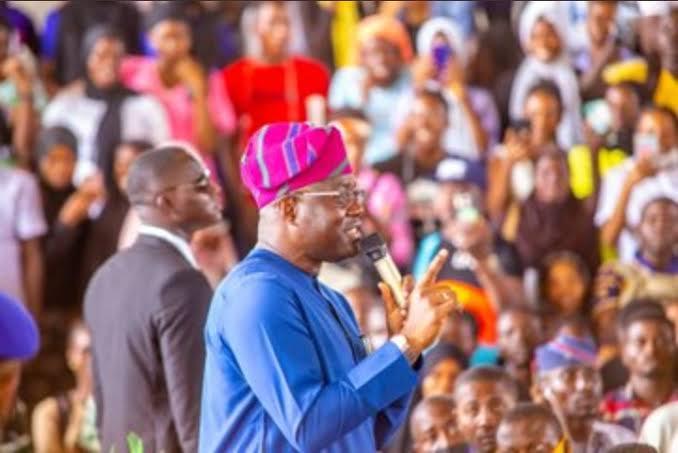 LAUTECH class 19 graduates appeal to Governor Makinde