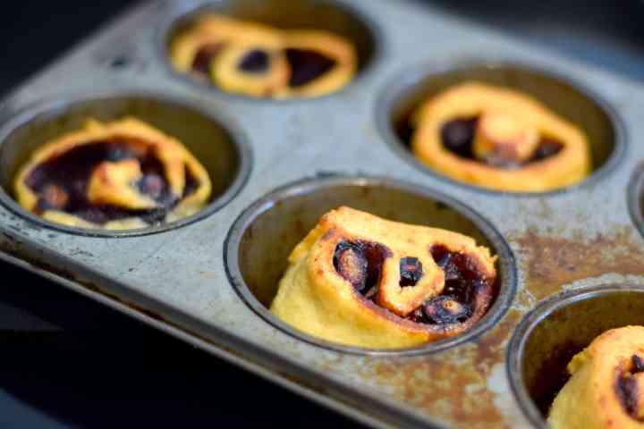 keto blueberry muffin rolls