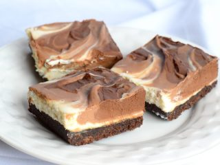 keto chocolate cheesecake bars