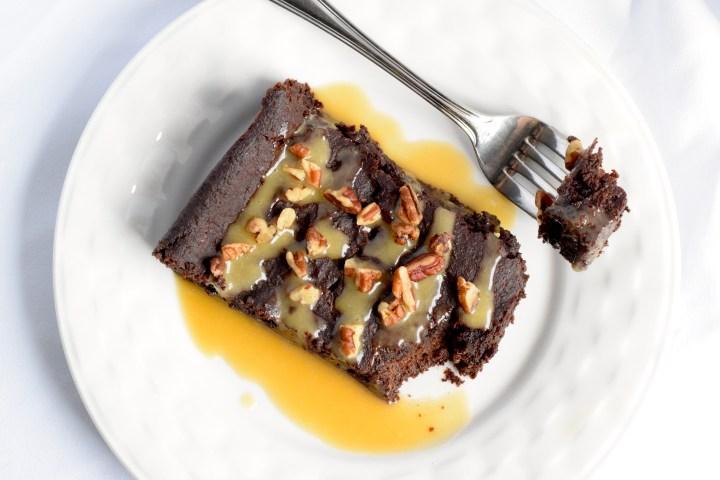 keto chocolate caramel pecan cake recipe