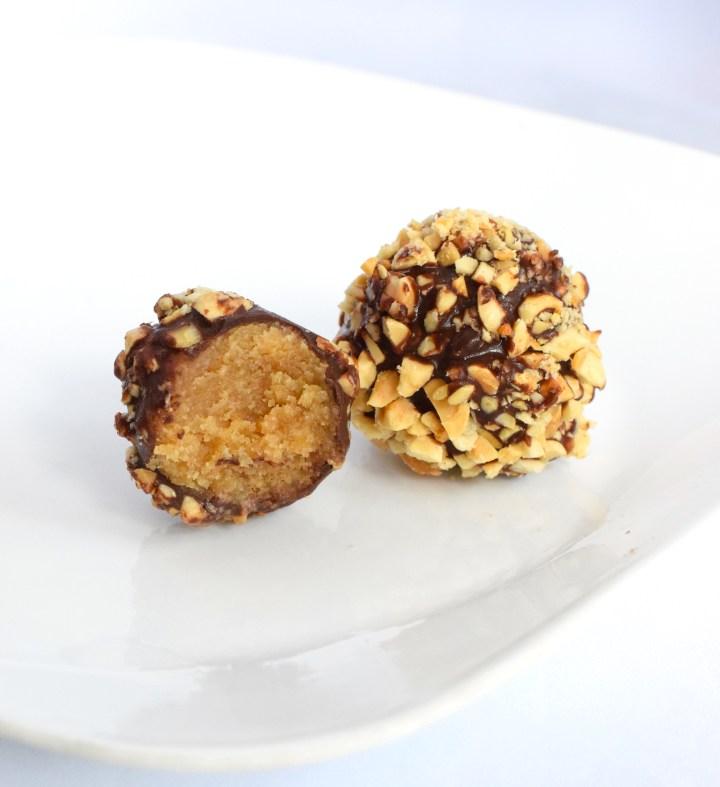 no bake keto chocolate peanut butter fat bombs
