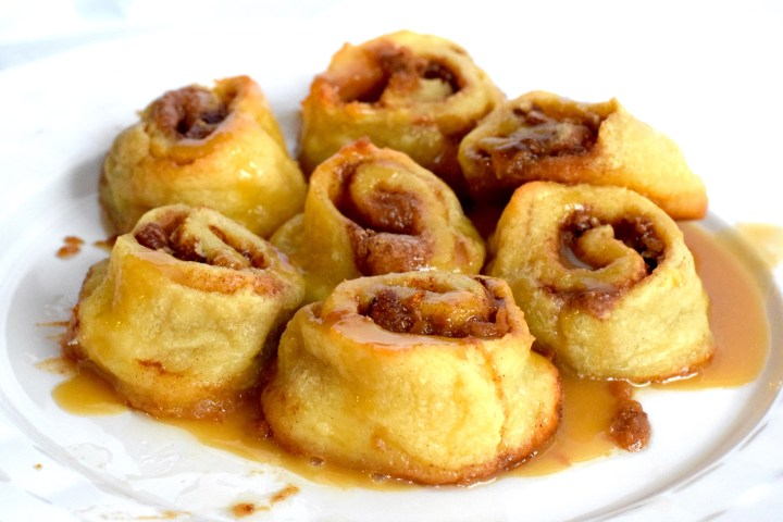 keto caramel pecan rolls