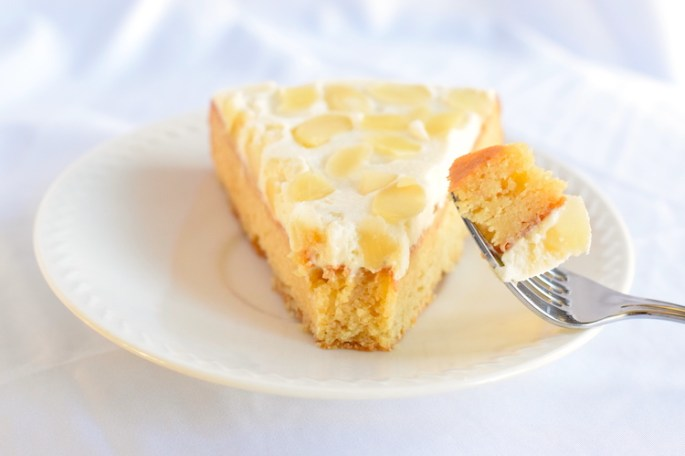 healthy almond flour cake