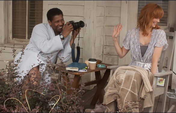 """Denzel Washington and Kelly Reilly in a scene from Robert Zemeckis' film """"Flight"""""""
