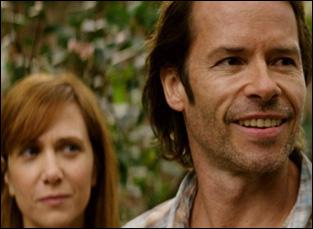 """Guy Pearce and Kristen Wiig in """"Hateship Loveship"""""""