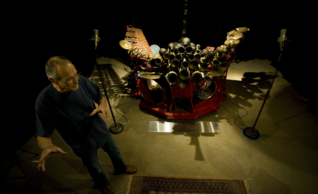 """Llyn Foulkes and the Machine in Tamar Halpern and Chris Quilty's """"Llyn Foulkes: One Man Band"""""""