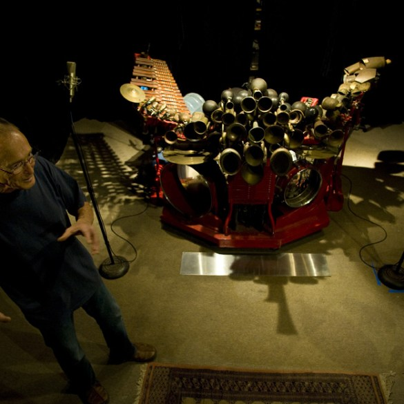 "Llyn Foulkes and the Machine in Tamar Halpern and Chris Quilty's ""Llyn Foulkes: One Man Band"""