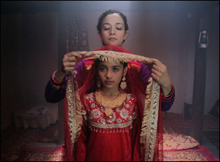 "Samiya Mumtaz and Saleha Aref in ""Dukthar"""