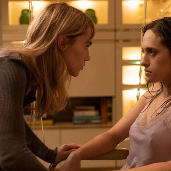 """Suki Waterhouse and Carly Chaiken in """"New Year, New You"""""""
