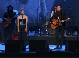 """Fiona Apple and Jakob Dylan in """"Echo in the Canyon"""""""