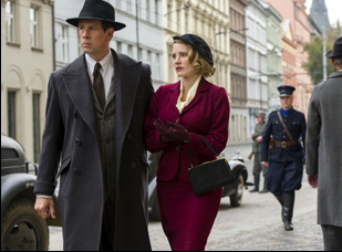 "Johan Heldenbergh and Jessica Chastain in ""The Zookeeper's Wife"""