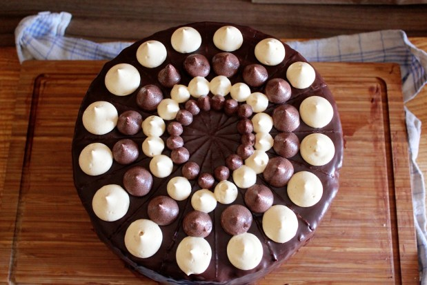 Vegan MOFO Day 1 - Birthday Monstercake   Geburtstagstorte des Wahnsinns