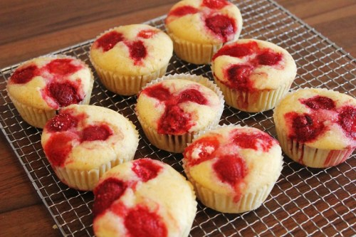 Vegan MOFO Day 3 - Strawberry muffins | Erdbeermuffins