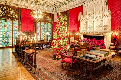 A special Newport Christmas tour is child friendly in holiday spirit