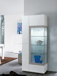 Vitrine em lacado alto brilho branco e cinza. Personalize o mesmo de acordo com o seu gosto e espaço.