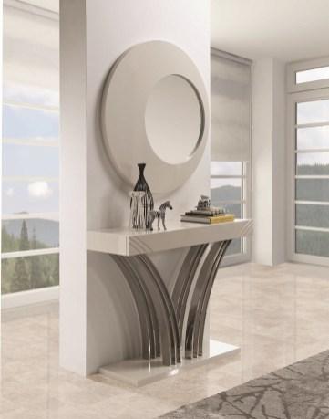 Consola em lacado alto brilho taupê com pé em inox. Peças de mobiliário que transformam os ambientes.