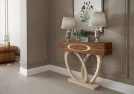 Consola em nogueira e lacado alto brilho creme. Peças de mobiliário que transformam os ambientes.