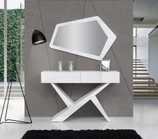 Consola em carvalho branco com frentes e pé em lacado alto brilho branco. Peças de mobiliário que transformam os ambientes.