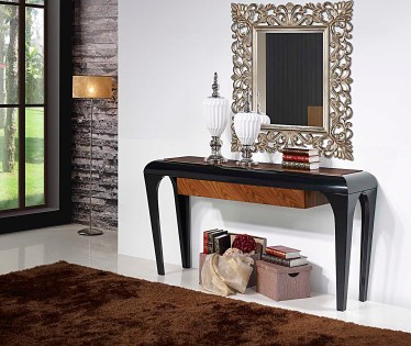 Consola em lacado alto brilho preto com gaveta em pau ferro. Peças de mobiliário que transformam os ambientes.