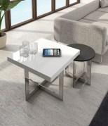 Mesas de apoio em lacado com pé inox. Personalizamos ao seu gosto e estilo.