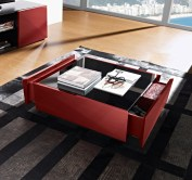 Mesa de Centro 2 gavetas em lacado vermelho com tampo em vidro preto. Personalizamos ao seu gosto e estilo.