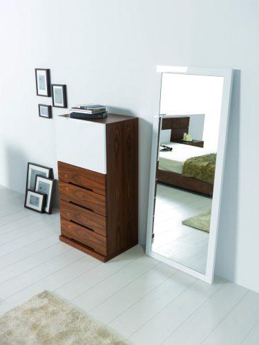 Camiseiro em lacado alto brilho branco e nogueira. Espelho alto em lacado alto brilho branco. Transforme o seu quarto num Quarto de Sonho!