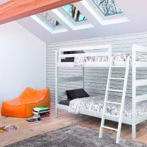 Composição juvenil em pinho cor branco. Personalizamos o nosso mobiliário, contacte-nos!