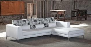 Sofá Chaiseloungue com almofadas removíveis. Cada modelo tem várias medidas e revestimentos (tecidos e peles) possíveis.
