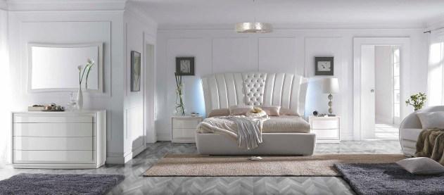 Cama Casal estofada com Led´s, mobiliário em carvalho e lacado alto brilho pérola. Transforme o seu quarto num Quarto de Sonho!