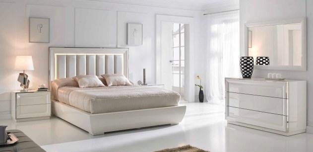 Quarto Casal em lacado branco com detalhes em inox. Transforme o seu quarto num Quarto de Sonho!