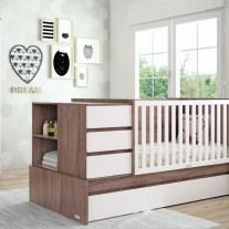 Convertível em lacado branco e madeira. Visite-nos e conheça a nossa colecção de mobiliário para bebé!