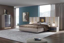 Cama estofada em tecido com Led´s, mobiliário em lacado alto brilho beje e eucalipto fumé alto brilho com aplicações em dourado. Transforme o seu quarto num Quarto de Sonho!
