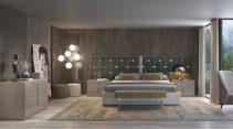 Cama estofada em tecido com aplicações em inox, mobiliário em lacado alto brilho taupê. Transforme o seu quarto num Quarto de Sonho!