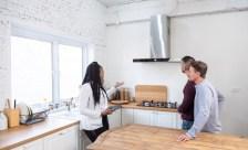 Paar bei Wohnungsubergabe