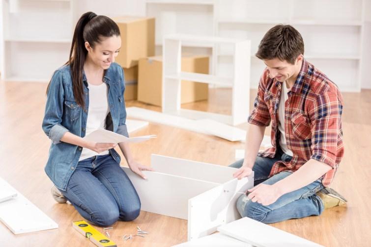 Möbel auseinanderbauen beim Umzug