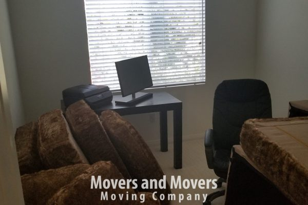 Picture of Movers and Movers packing the office room