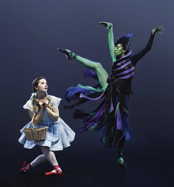 """Cincinnati Ballet dancers Melissa Gelfin and Maizyalet Velázquez in """"The Wizard of Oz"""""""