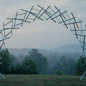 Rainbow Arch, 2001 Kenneth Snelson