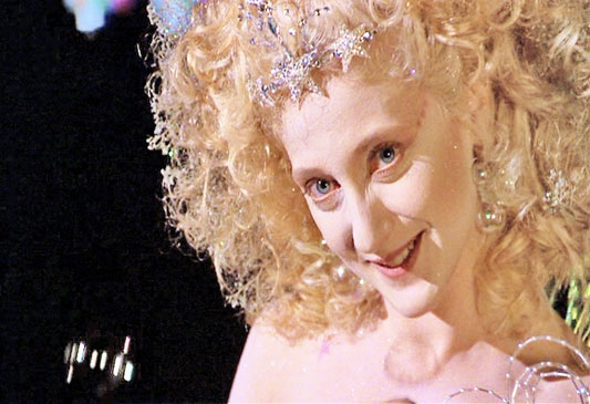 https://i1.wp.com/movieactors.com/photos-stars/carol-kane-scrooged-2.jpg