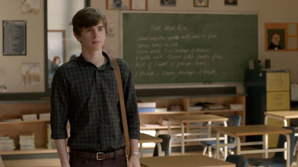 http://collider.com/wp-content/uploads/bates-motel-season-1-finale-midnight-freddie-highmore.jpg
